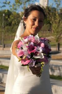 La novia radiante con su ramo