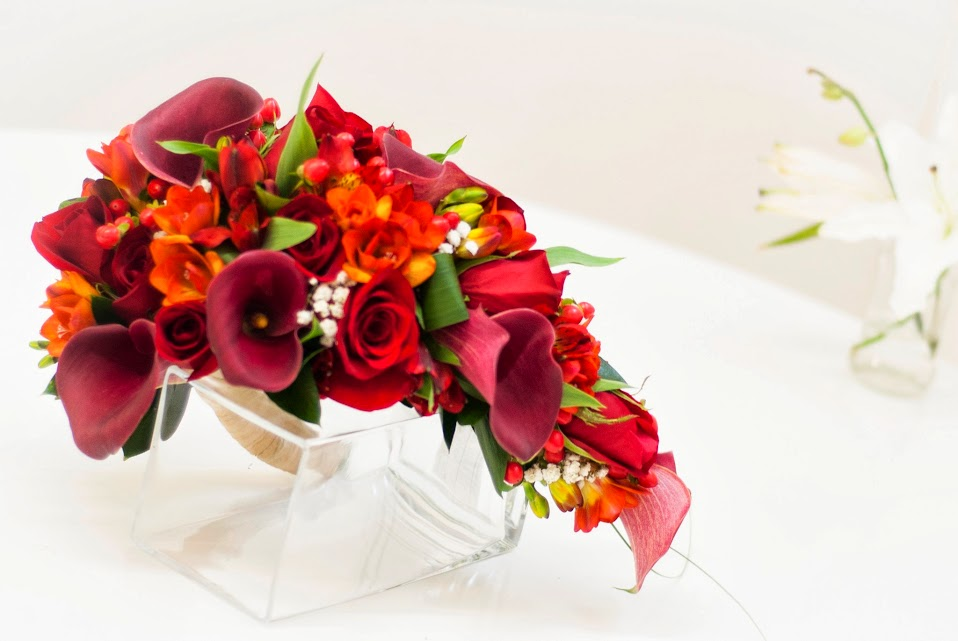 Ramo de novia de calas, rosas, fressias y alstroemerias