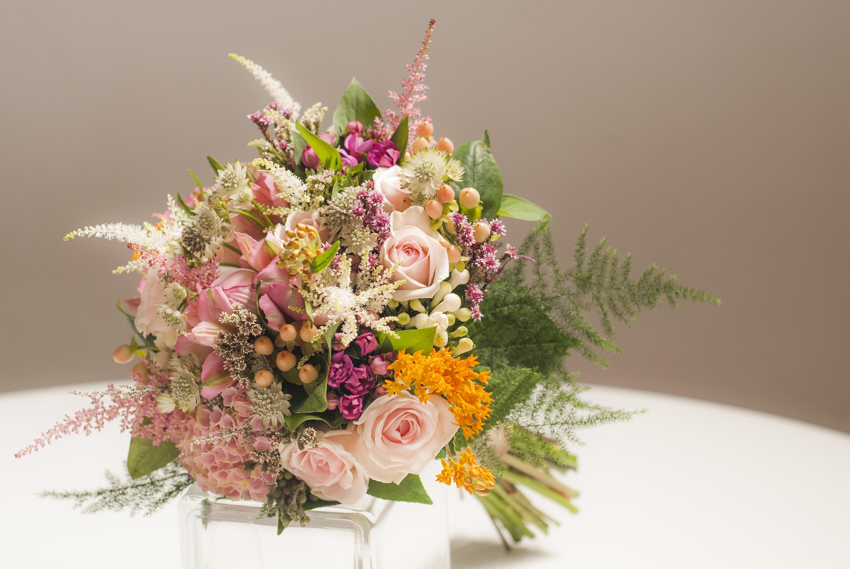 Ramo de novia de flores variadas