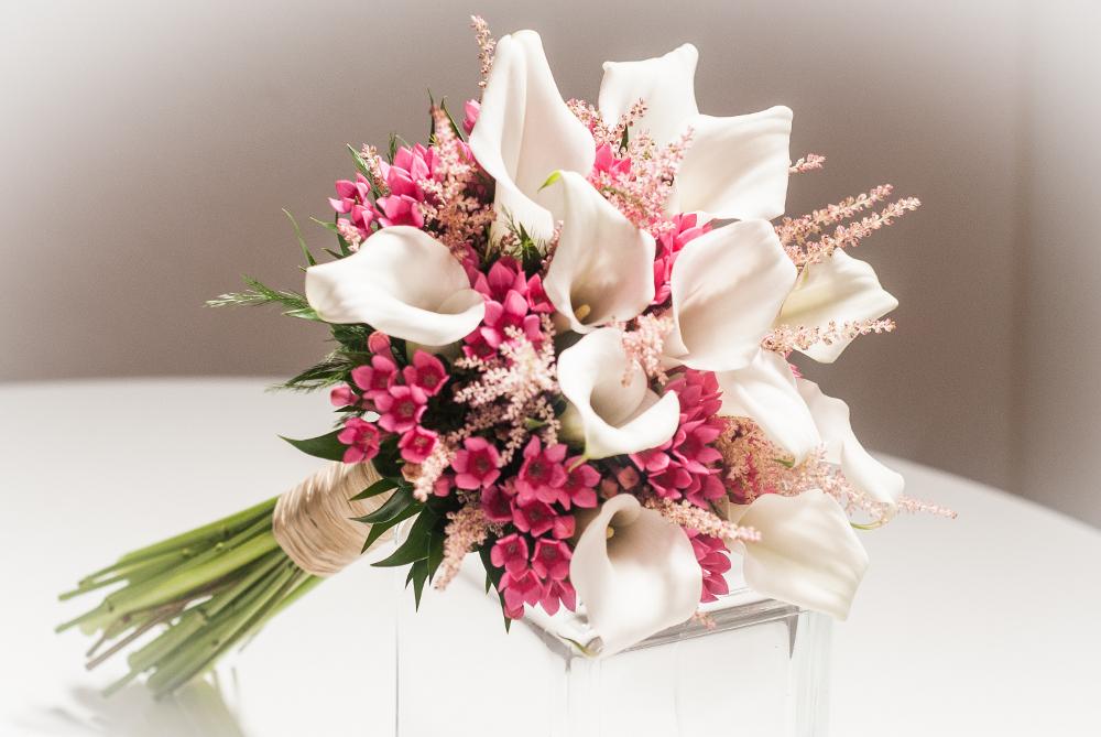 Un ramo de novia elegante y r stico - Ramos de calas para novias ...