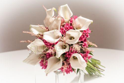 Bouquet de calas y flor de cera