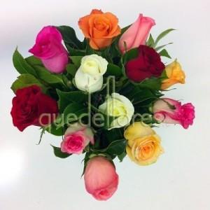 Bouquet de 12 rosas multicolor
