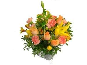 flores-amarillas-naranjas-en-cubito