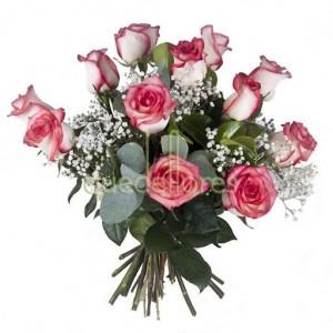Bouquet de 12 rosas blancas con el borde rosa