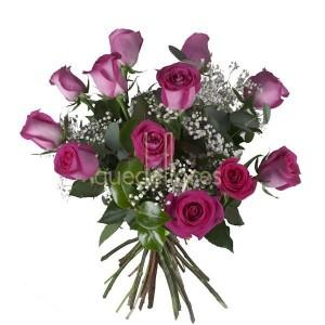 Bouquet de 12 rosas fucsias