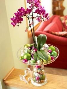 orquídeas con bolas de navidad