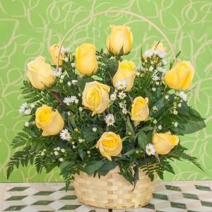 cesta rosas amarillas