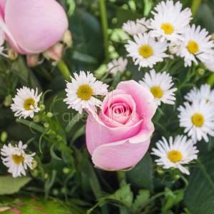 centro de rosas de color rosa