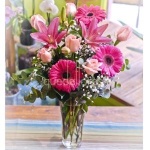 jarron-con-flores-rosas-para-mama
