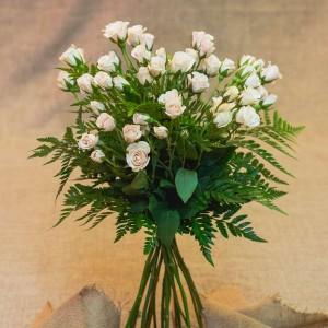 estas rosas tambin quedan muy bonitas para elaborar ramos de novia podis ver el ramo de novia de laura en este caso utilizamos rosas ramificadas de