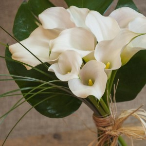 Un ramo de calas una flor nica - Ramos de calas para novias ...