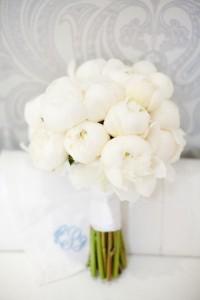 ramo novia peonias blancas