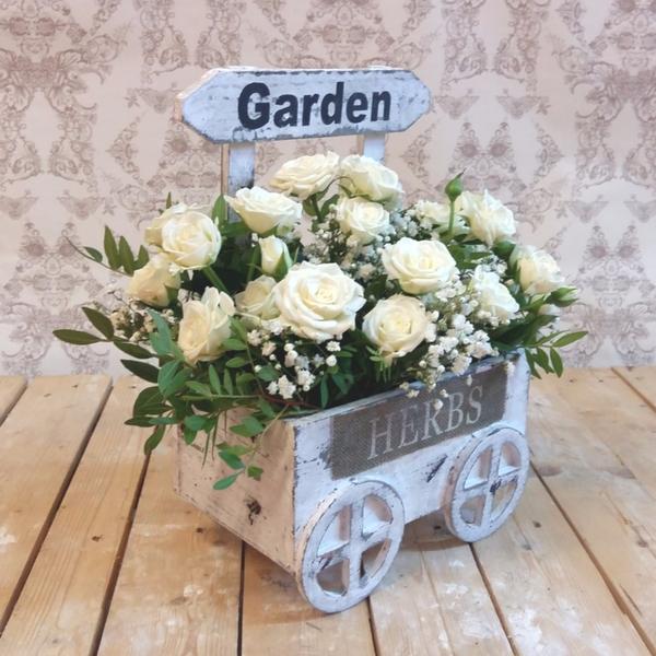 Carro de rosas blancas
