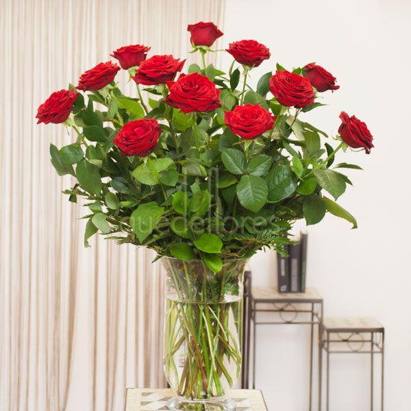 Ramo  de rosas rojas tallo largo .