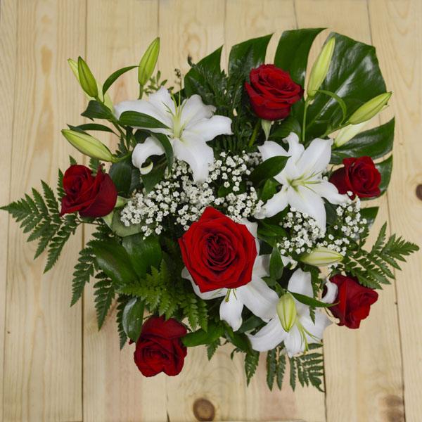 Ramo de 6 rosas rojas y lilium blanco