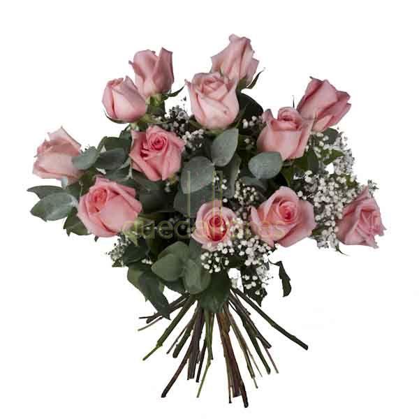 Bouquet de rosas de color  rosa claro.