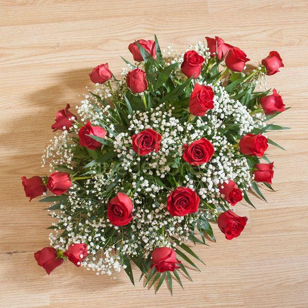 Centro plano de rosas rojas