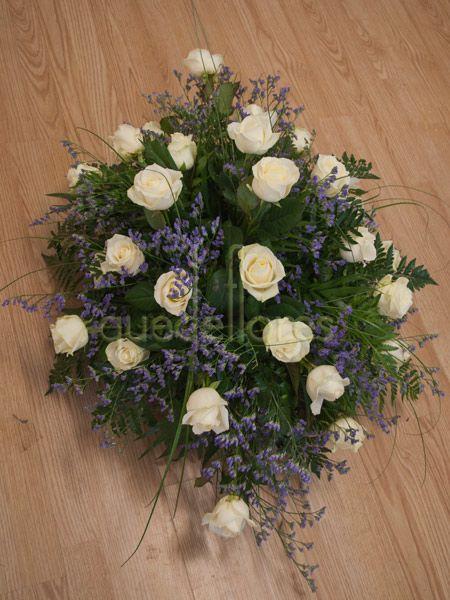 Centro de rosas blancas especial Santos
