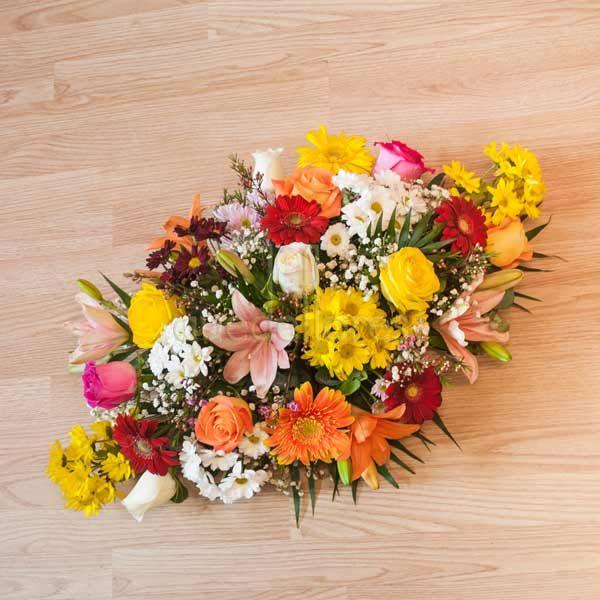 Centro de flores variadas plano