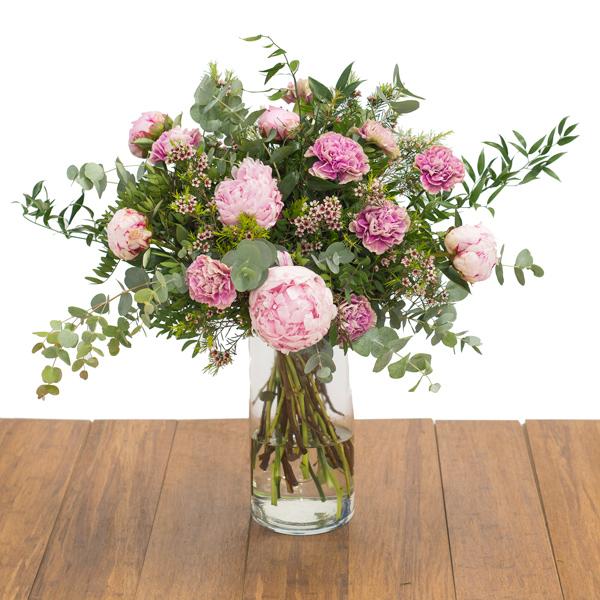 Peonías rosa y claveles