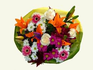 Ramo QDF de flores variadas en Blanco, rosa y naranja