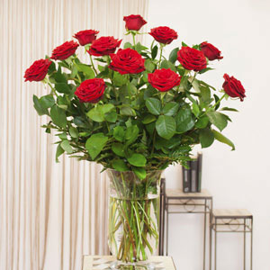 Ramo clásico de rosas rojas.