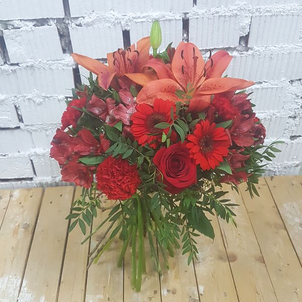 Ramo QDF de flores variadas rojas